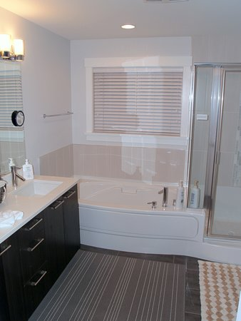 Tsawwassen, Canada: Lovely Bathroom