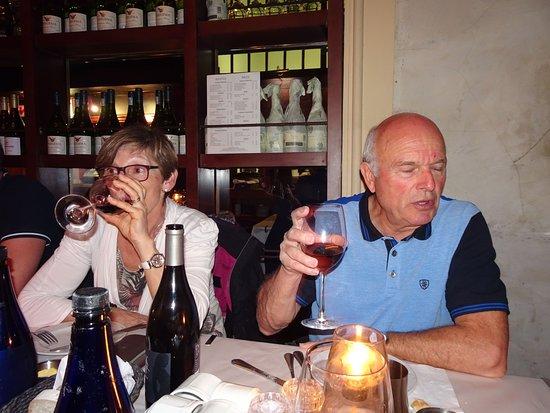 """Societi Bistro: Dégustation du vin """"Pinotage""""' (Afrique du Sud) 14°- Un peu âpre.."""