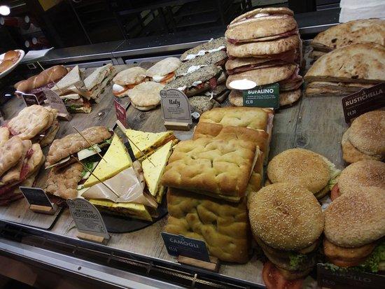 Caponago, Italia: Buoni i panini