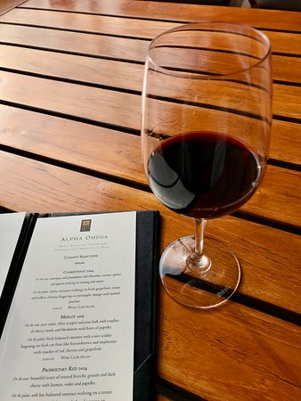 Alpha Omega Winery: Red wine tasting with menu