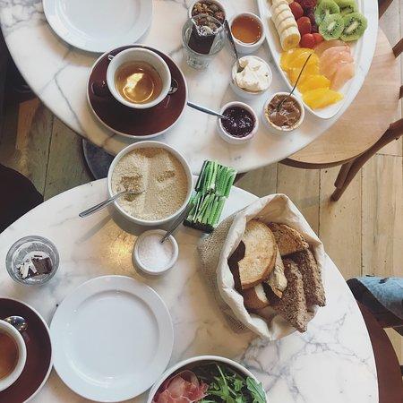Ninina: Brunch delicioso e lugar muito descolado
