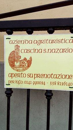 Montechiaro d'Asti, İtalya: Insegna sulla strada