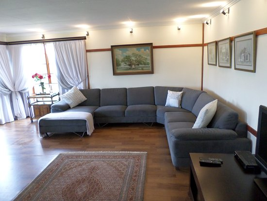 Louis Trichardt, Sudáfrica: Rose guesthouse spacious open plan living room