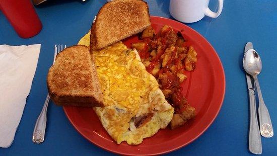 Plainville, كونيكتيكت: Italian omelette, home fries and toast.