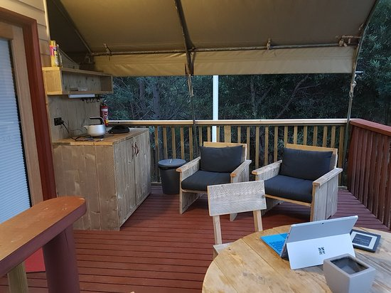 Scamander, Australia: Covered deck with cooking facilities