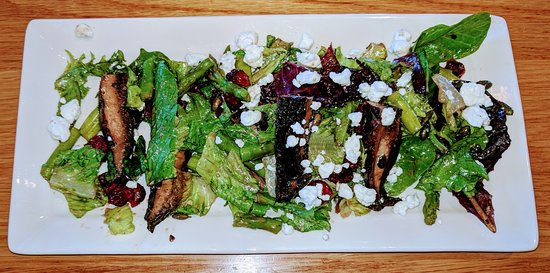 Fairlawn, OH: Roasted Portabello & Asparagus Salad