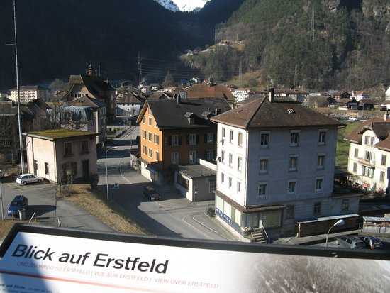 Erstfeld, سويسرا: Blick vom Aussichtsturm auf Bahnhof Erstfeld