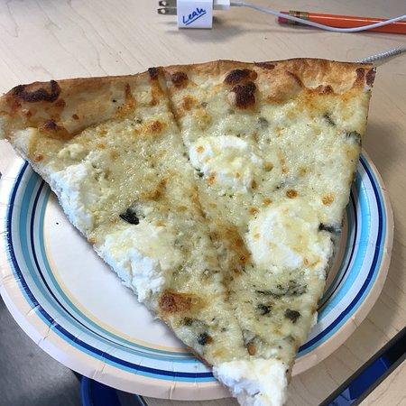Plainville, كونيكتيكت: Bianco pizza delicious