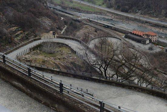Bard, Italia: la strada pedonale sul lato sud