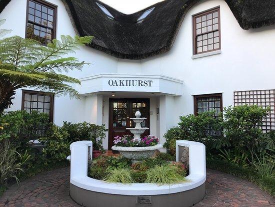 Oakhurst Hotel: The beautiful & elegant entrance