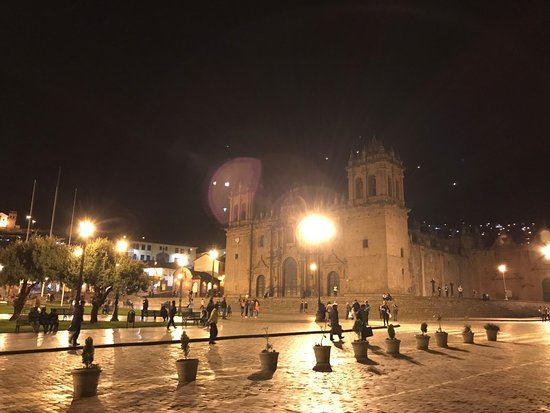 Plaza de Armas (Huacaypata): Night
