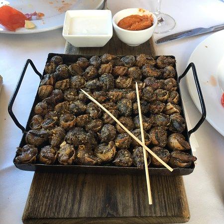 Restaurant les tres alzines la roca del valles for Sat roca barcelona