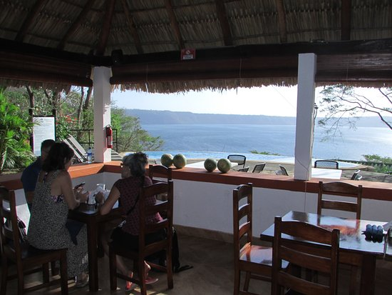 Apoyo Resort: Breakfast by the infinity pool