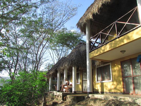 Apoyo Resort: watch monkeys from the porch!