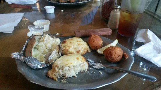 Crawfordville, Flórida: Crab Cakes (lots of crab meat) - best I've ever eaten.  Had great server