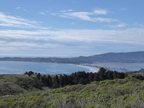 Stinson Beach: The view of the beach on the road down from Muir Woods