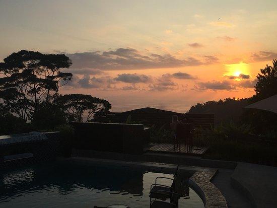 رانتشو باسيفيكو: Lounging by the main pool during the sunset