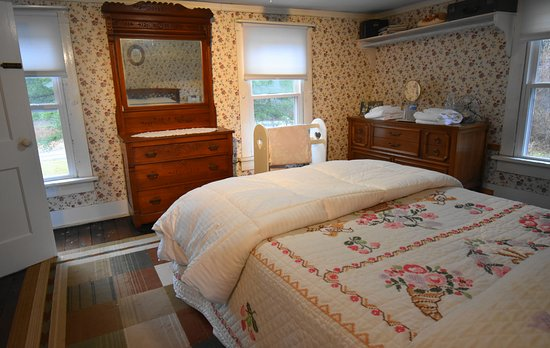 Tionesta, PA: 2nd floor double room
