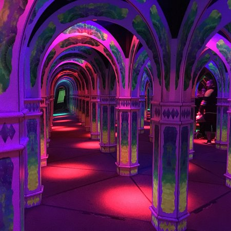 Magowan's Infinite Mirror Maze: photo0.jpg