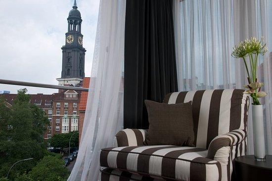 The Madison Hamburg: Guest room