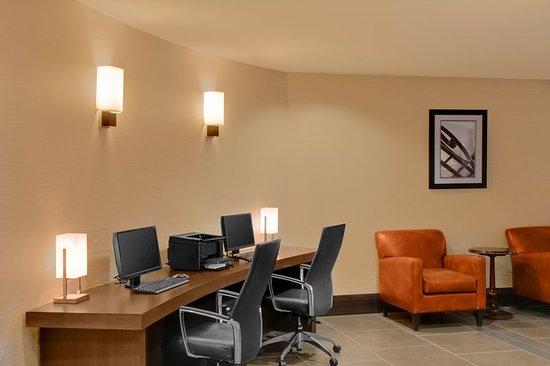 Four Points by Sheraton Niagara Falls: Business center