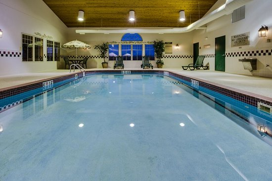 Stockton, IL: Pool