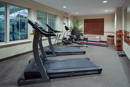 Country Inn & Suites by Radisson, Stockton, IL: Health club