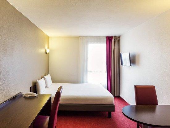 Vanves, France: Guest room
