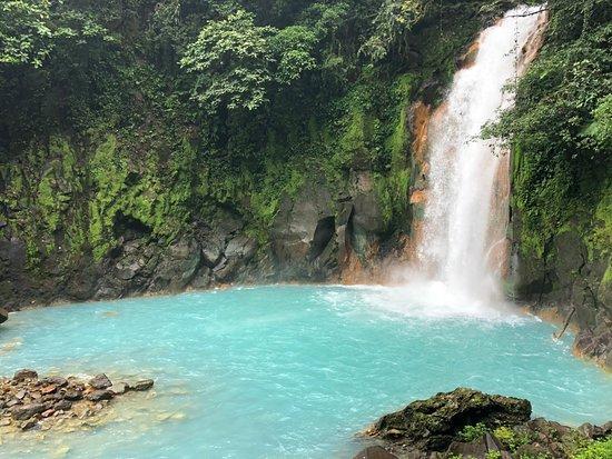 Tenorio Volcano National Park, Costa Rica: catarata rio celeste, bajaras mas de 200 escalones que luego deberás subir!