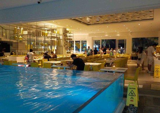 sala ristorante e swimming pool - Picture of Astoria Current ...