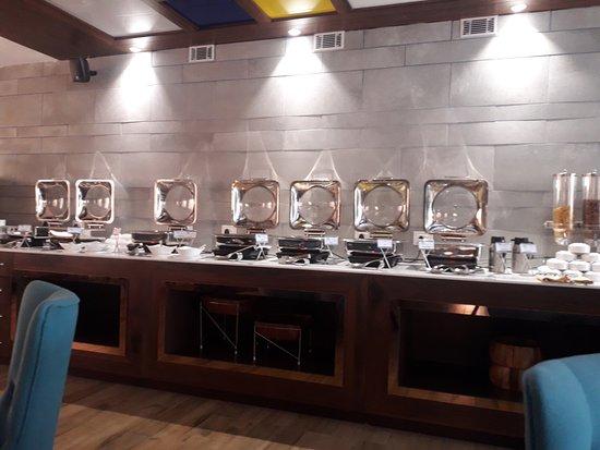 Hotel Saffron Crest: Restaurant