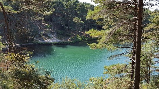 The Blue Pool and Tea House: Beautiful changing colours