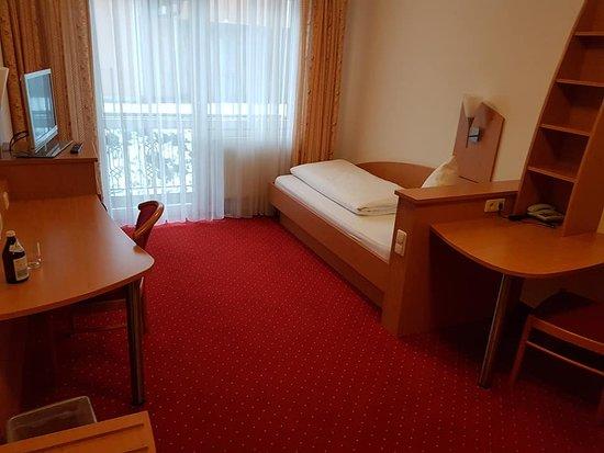 Hohenbrunn, Germany: Einzelzimmer Kategorie mit Balkon