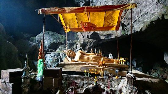 Tham Phu Kham Cave and Blue Lagoon Aufnahme