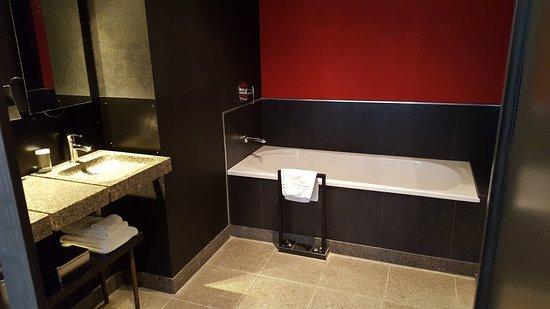 Badkamer - Picture of Hotel de Echoput, Apeldoorn - TripAdvisor