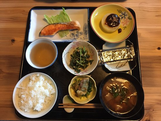 Naka-cho, Giappone: 朝食の例:焼鮭 Breakfast example: grilled salmon