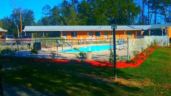 Townsend, GA:  pool out door