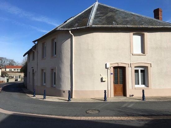 Rosnay, France : Facade extérieure