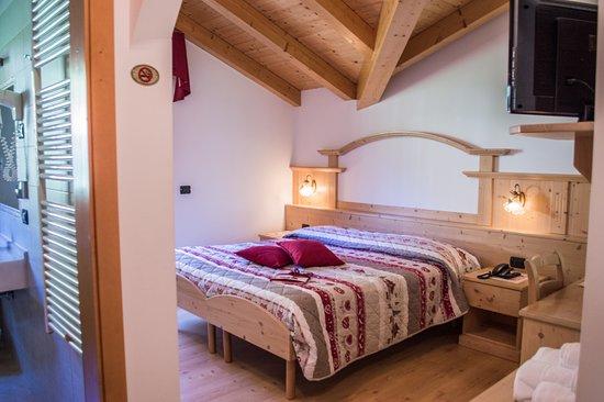 Sant'Antonio di Mavignola, Ιταλία: Camera matrimoniale mansardata e Bagno interno