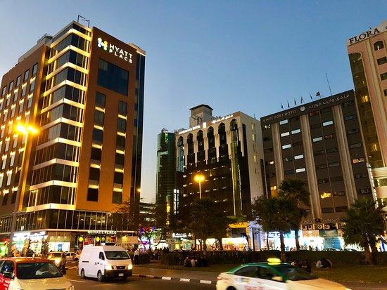 Hotel von der Strasse - Picture of Landmark Hotel Baniyas