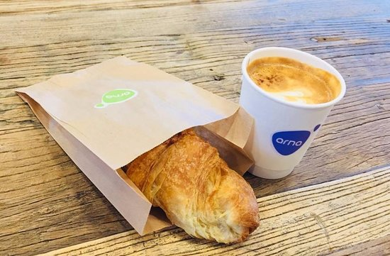 Seltjarnarnes, IJsland: Delicious croissant and a cup of cappuccino between 7.30 and 10am. 900 isk.