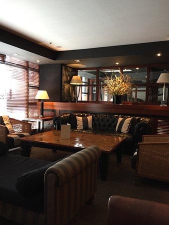 U232 Hotel: Hotell bar
