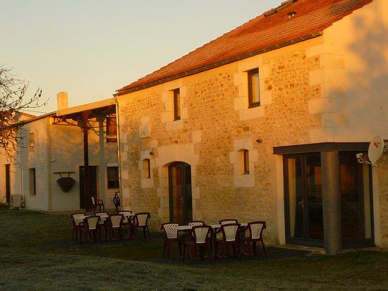 Saint-Andre-de-Lidon, ฝรั่งเศส: Levé de soleil sur nos gîtes et chambres d'hôtes