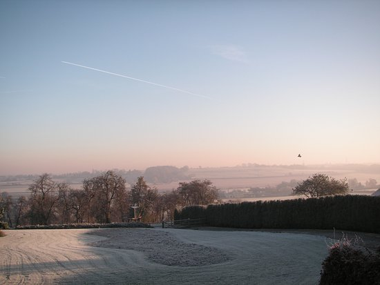 Wall Hill Farm Guest House: A winters view of the valley from room 1