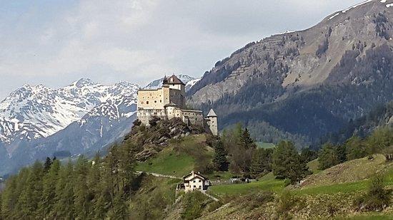 Scuol, Switzerland: Schloss Tarasp