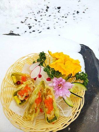 Omegna, إيطاليا: assaggino - fiori di zucca ripieni