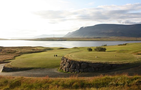 Mosfellsbaer, Islandia: The view from the 10th tee, over the bay and the, Snaefellsglacier and the great mountain Esja.
