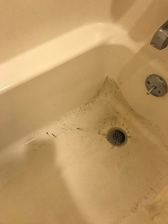 Bellmead, TX: The bath tub was nasty, even sprayed and placed a towel in the bottom to stand on just to shower