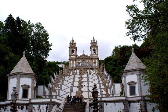 Santuario do Bom Jesus do Monte: Le grand escalier - vu en bas