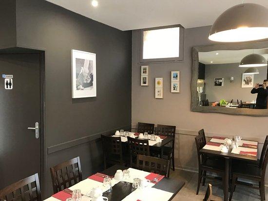 Vern sur Seiche, France: Intérieur chaleureux avec décoration de Bretonnes